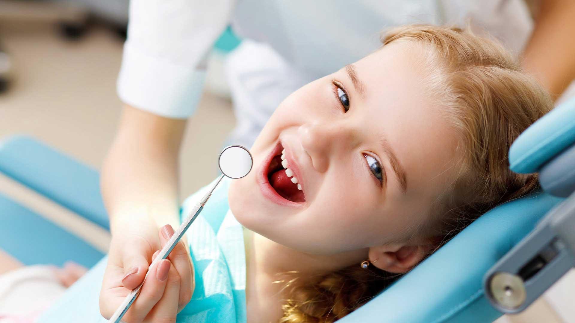 Контактный кариес молочных зубов и его лечение