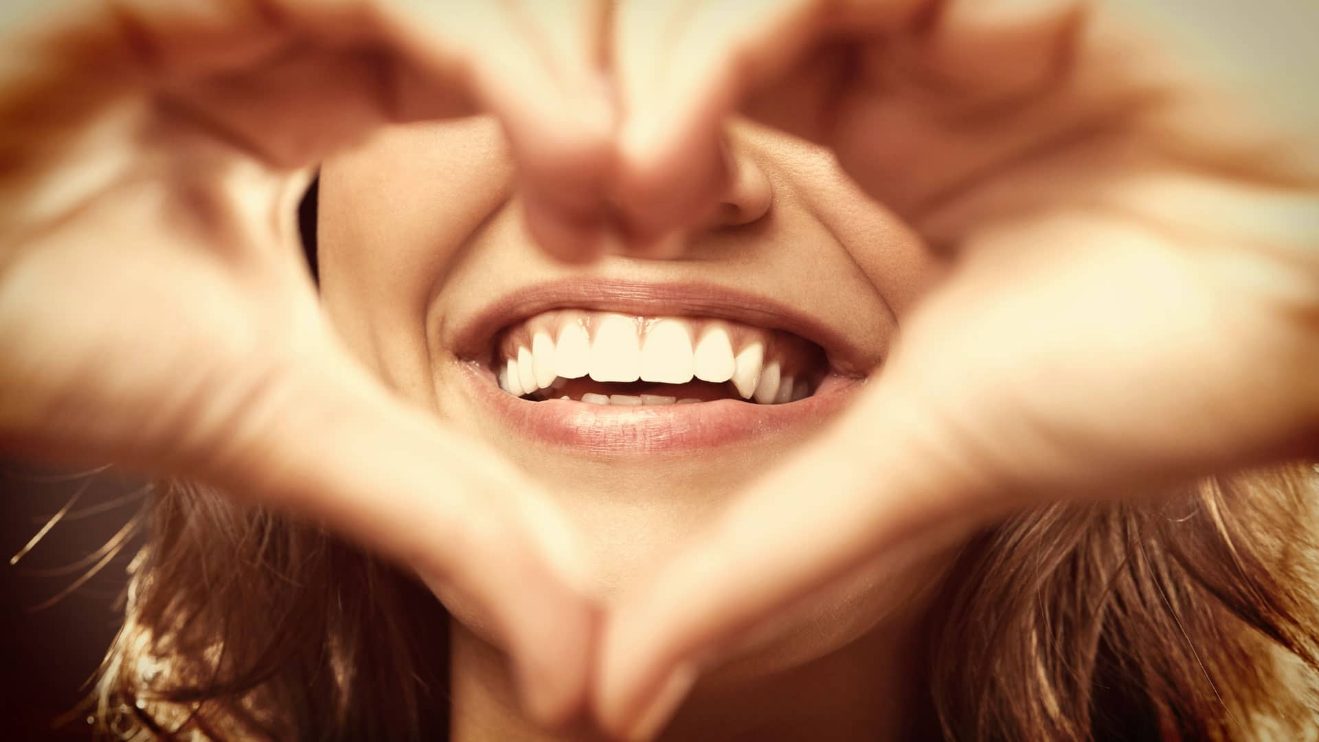 отбеливание зубов в москве недорого